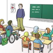 Ein Unterrichtsraum mit Lehrer und Schülerinnen und Schülern